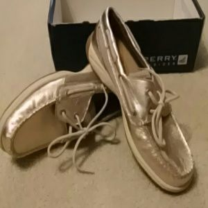 New Sperry top siders. Size 8